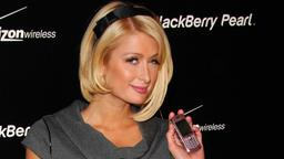 Paris Hilton mit Blackberry 8130 Smartphone