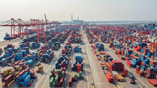 Containerterminal in Qinzhou, China | dpa
