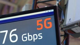 5G-Antenne und Display | Bildquelle: picture alliance/dpa