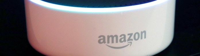 Amazon Dot mit Alexa-Sprachassistent | Bildquelle: REUTERS