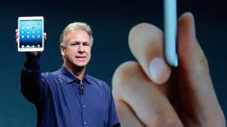 Apples Marketingchef Phil Schiller präsentiert das kleine iPad.