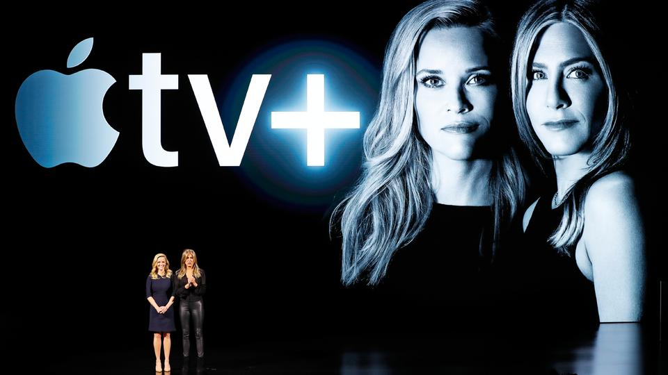 "Die Schauspielerinnen Reese Witherspoon und Jennifer Aniston bei der Vorstellung von Apples neuem Streamingdienst ""Apple TV Plus"" in Cupertino, Kalifornien 