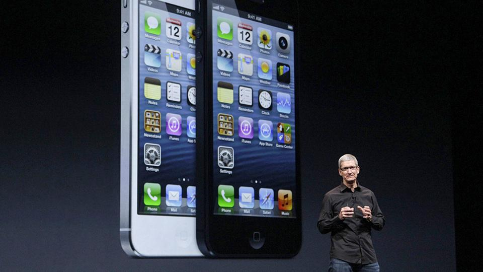 Apple-CEO Tim Cook bei der Vorstellung des iPhone 5 in San Francisco am 12.09.2012