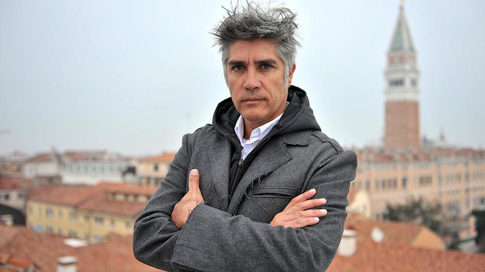 pritzker preis f r alejandro aravena architekt mit sozialem gewissen. Black Bedroom Furniture Sets. Home Design Ideas