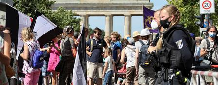 Demonstranten am Brandenburger Tor | Bildquelle: REUTERS