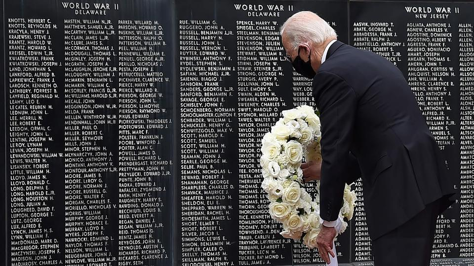 Joe Biden erweist am Memorial Day im Memorial Bridge Veteran's Memorial Park in New Castle, Delaware, den gefallenen Kriegsdienstleistenden seinen Respekt | Bildquelle: AFP