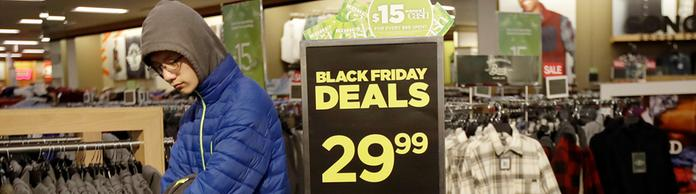 Ein Kunde am Black Friday im Kohl's store, Colma, Kalifornien, USA | Bildquelle: AP