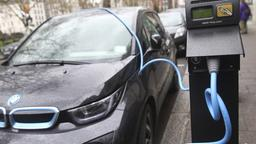 BMW i3 an einer Ladestation in London