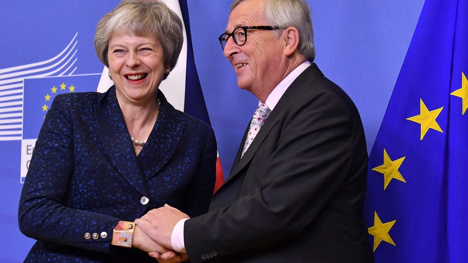 Theresa May und Jean-Claude Juncker | Bildquelle: AP