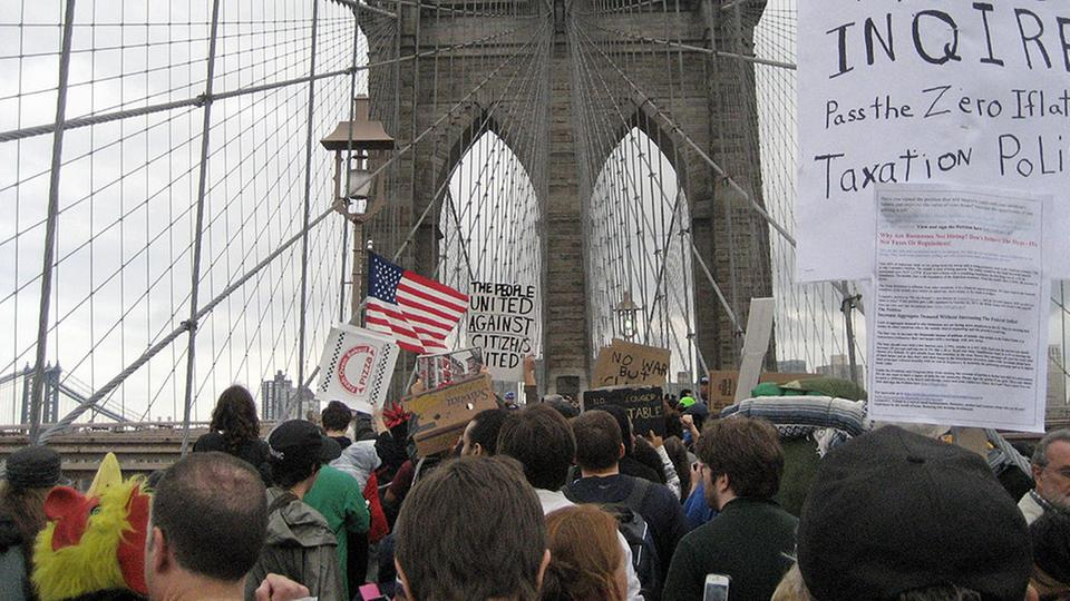 Demonstration auf der Brooklyn Bridge