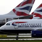 Mehrere Maschinen der Fluglinie British Airways in London. | REUTERS
