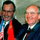George Bush und Michail Gorbatschow | picture-alliance / dpa