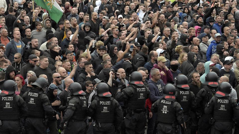 Rechte Demonstranten in Chemnitz | Bildquelle: AP