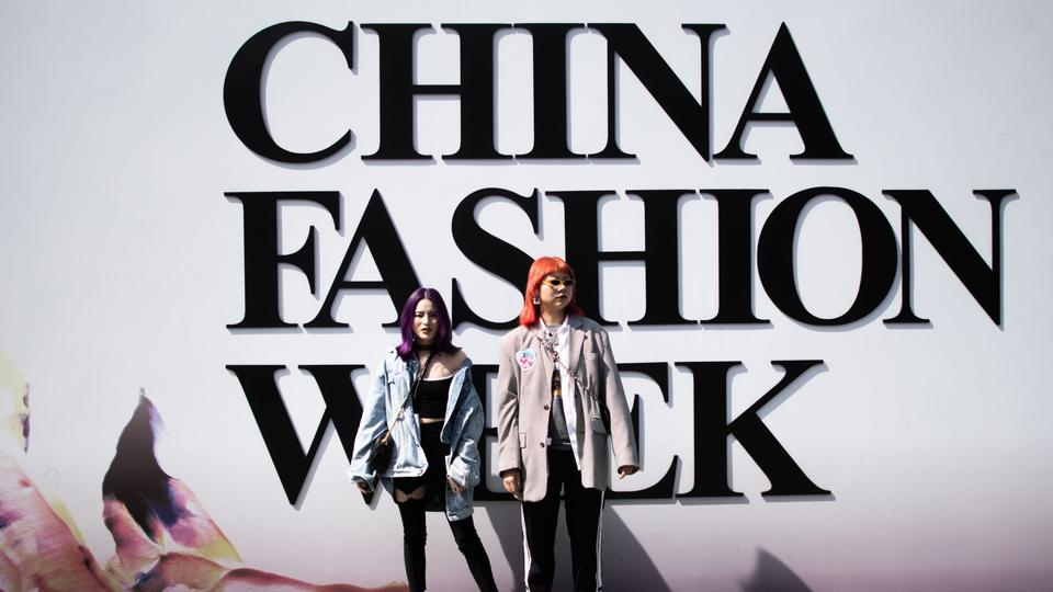 Besucher der China Fashion Week | Bildquelle: AFP
