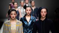Models auf dem Laufsteg der China Fashion Week