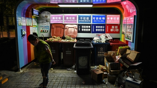 Recycling in Shanghai | AFP