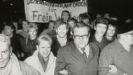 DDR-Bürger protestieren am 09. November 1989 in Gera