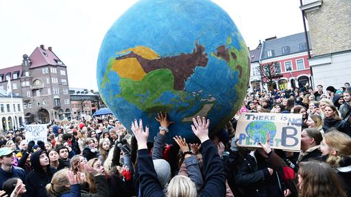 ''Fridays for Future''-Demo in Duisburg | Bildquelle: dpa