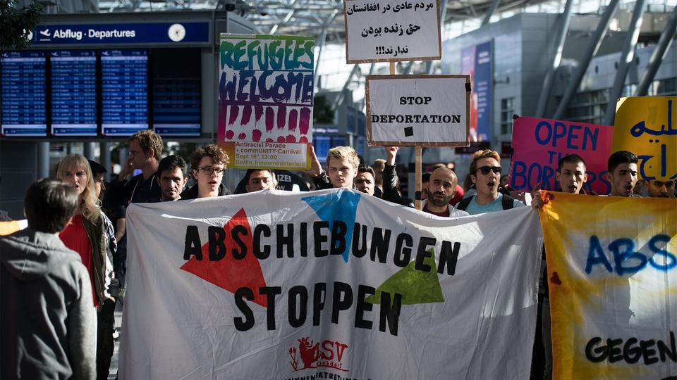 Demonstration am Flughafen in Düsseldorf