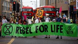 """Rebel for Life""-Plakat in Großbritannien 