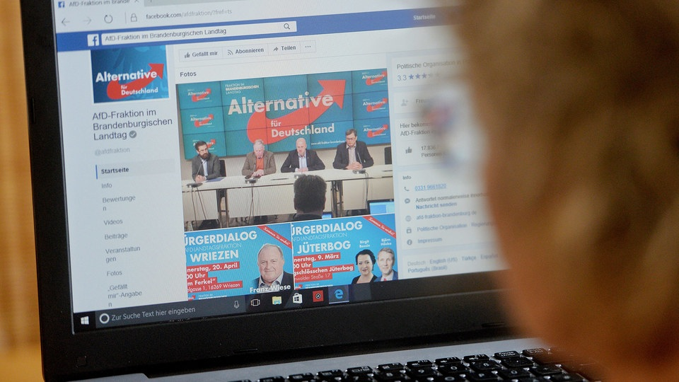 Facebook-Profil der AfD-Fraktion im Brandenburgischen Landtag | Bildquelle: picture alliance / Frank May