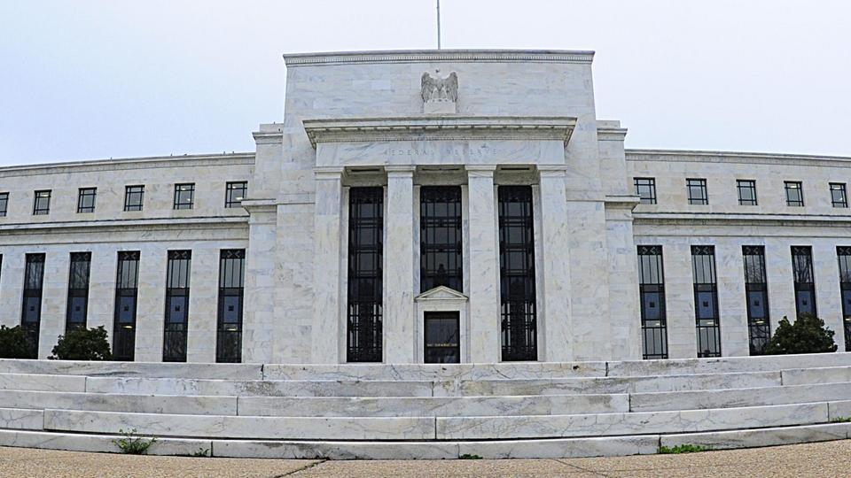 The Federal Reserve has slightly reduced the supply of liquidity to the economy and also increased the central-bank discount rate. trophyproperty.info Die Federal Reserve hat die Versorgung der Wirtschaft mit Liquidität leicht zurückgefahren und auch den Diskontsatz erhöht.