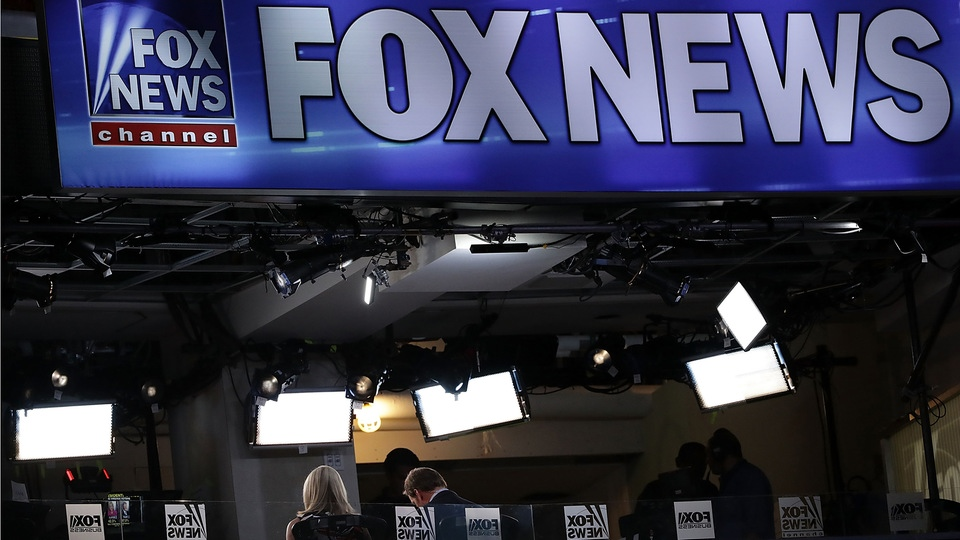 Ein Stand von Fox News im Wells Fargo Center in Philadelphia, Pennsylvania | Bildquelle: AFP
