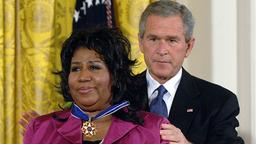 Aretha Franklin und George W. Bush