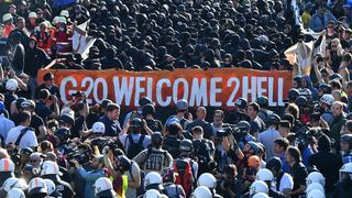 "Demonstranten protestieren am 06.07.2017 bei der Demonstration ""G20 Welcome to hell"" 