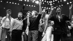 George Michael (links) beim Live-Aid-Konzert in London auf.