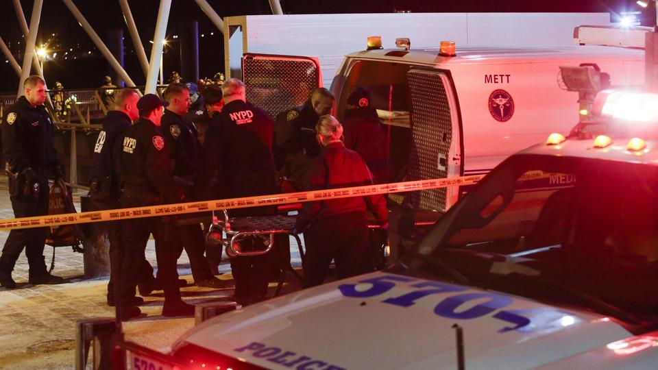 Einsatz nach Helikopter-Absturz in New York | Bildquelle: AFP