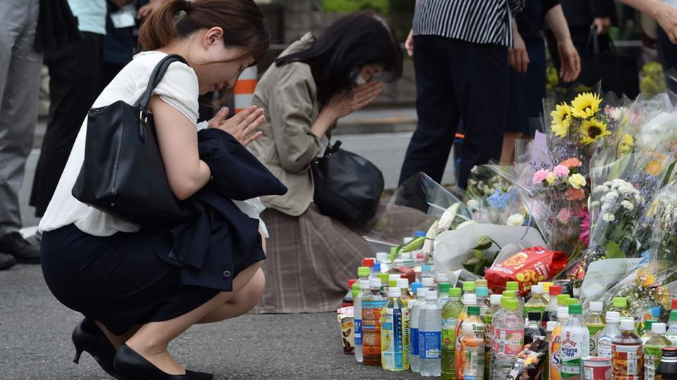 Attentat Japan Trauernde | Bildquelle: AFP