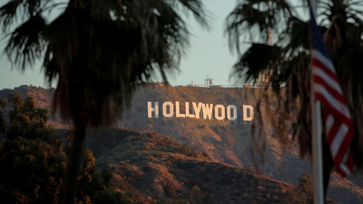 "Die Morgensonne scheint auf das ""Hollywood""-Schild in Los Angeles. 