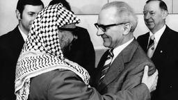 Arafat und Erich Honecker | Bildquelle: picture alliance / akg-images