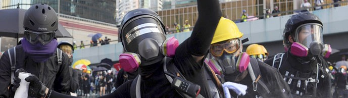 Maskierte Demonstranten in Hongkong | Bildquelle: picture alliance/dpa