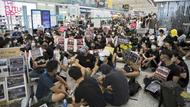 Demonstranten am Flughafen in Hongkong