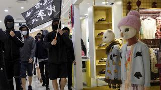 Protestierende in einer Shoppingmall in Hongkong | Bildquelle: AP
