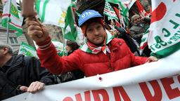 Demonstration gegen Montis Sparkurs in Genua | Bildquelle: dpa
