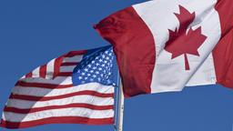 Flaggen der USA und Kanadas | Bildquelle: picture alliance / All Canada Ph