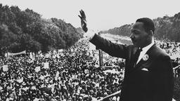 Martin Luther King winkt der Menge beim auf Washington am 28. August 1963 zu