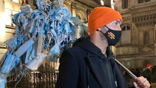 Maskensammler Fréderic in Paris | ARD Paris