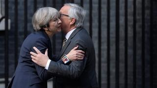Theresa May und Jean-Claude Juncker | Bildquelle: REUTERS