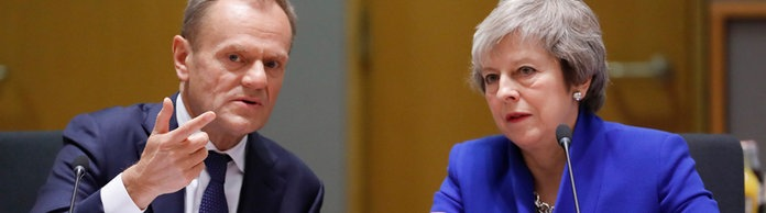Donald Tusk und Theresa May  | Bildquelle: AP