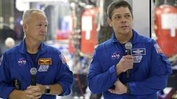 Die NASA-Astronauten  Bob Behnken (re.) and Doug Hurley  | Bildquelle: AP