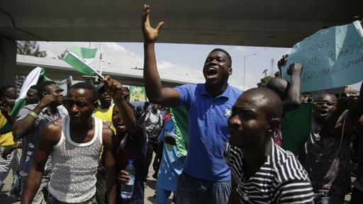 Demonstranten bei Protesten in Nigeria | Bildquelle: AP