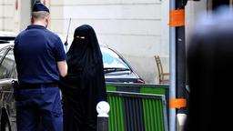 Frauen im Niqab in Paris
