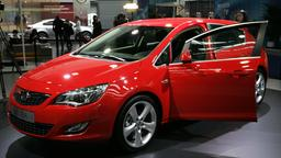 Ein roter Opel Astra
