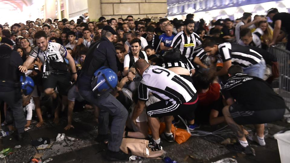 Panik beim Public-Viewing in Turin | Bildquelle: REUTERS