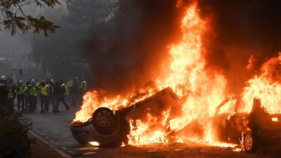 Brennende Autos in Paris | AFP