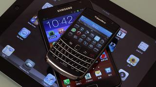 Blackberry Bold smartphone, Samsung Galaxy Note phablet und ein Apple iPad 2 | Bildquelle: REUTERS